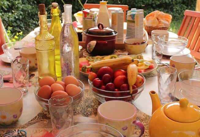 Unser wunderbar gedeckter Frühstückstisch