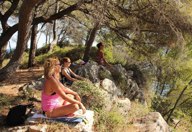Yoga Urlaube in Kroatien: Meditation im Wald